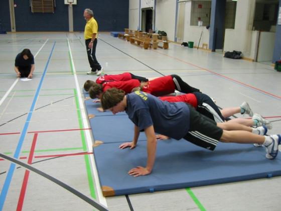 Speziell entwickeltes Fitnistraining zur Steigerung der Kondition und Koordination sowie des Teamgeistes